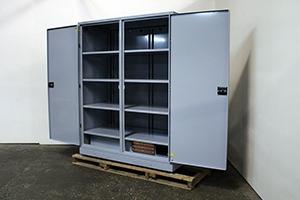 Вид сбоку батарейного шкафа для ИБП серии ШМА-03К