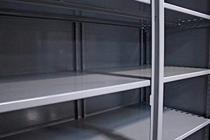 Металлические полки шкафа для ИБП серии ШМА-03К
