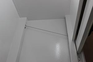 Трос противовеса для плавного открывания/закрывания дверцы