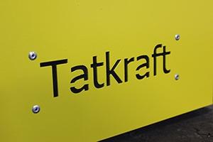 Фото логотипа вырезанного на корпусе изделия