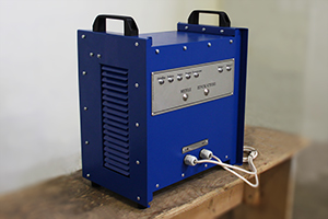 Фото зарядного устройства серии Зевс в нестандартном исполнении вид №1