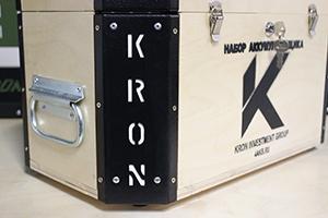 Фотография логотипа на комплекте аккумуляторщика