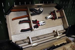 Фото полок комплекта аккумуляторщика выполненная компанией KRONVUZ