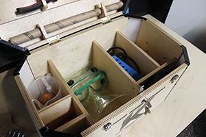 Фотография деревянных полок комплекта аккумуляторщика К-201