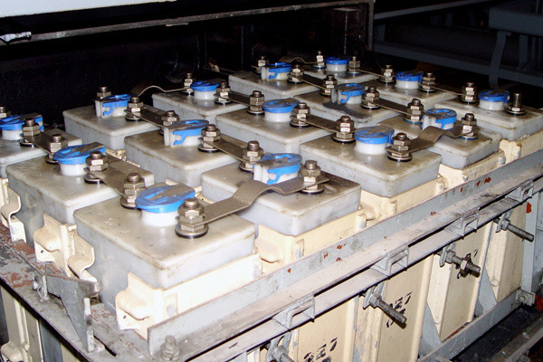 Аккумуляторы для пассажирских вагонов. Типы аккумуляторов - картинка akb-na%20vagone