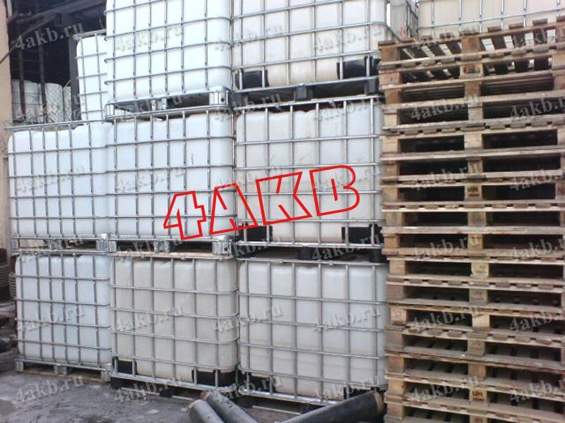 Кубовые емкости на складе