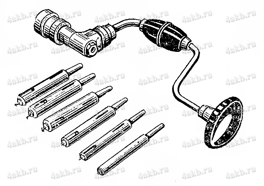 Коловорот с набором трубчатых сверл для высверливания отверстий в перемычках аккумуляторных батарей