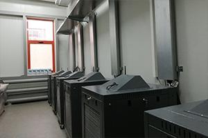 Вид сбоку одноярусного шкафа Светоч-01-01 в аккумуляторной мастерской