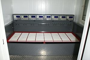 Шкаф для одновременного обслуживания 8 аккумуляторных батарей
