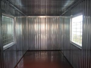 Стены выполнены из оцинкованной стали толщиной 2 мм