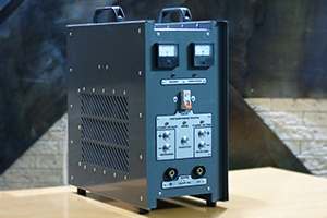 Автоматизированное зарядное устройство серии АЗУ-Н-1 вид сбоку