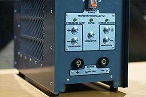 Кнопки управления зарядным устройством серии АЗУ-Н-1