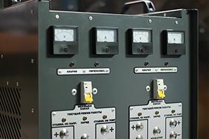 Внешний вид щитовых приборов зарядного устройства АЗУ-Н-2