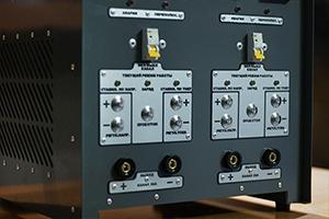 Кнопки управления зарядным устройством АЗУ-Н-2