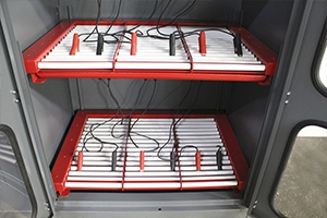Фото роликовой полки для установки 6 аккумуляторов