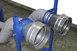 Металлические стойки с насадками для выхлопной трубы