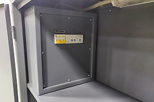 Металлический щит для управления питанием установкой ПКУ-150