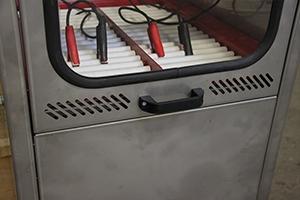 Фотография ручки зарядно-разрядного шкафа Светоч-Авиа-02.ЖК.Н