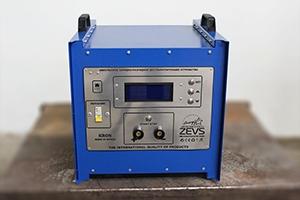 фото зарядного устройства Зевс-Д-100А.40В.R18A(300Вт) вид спереди