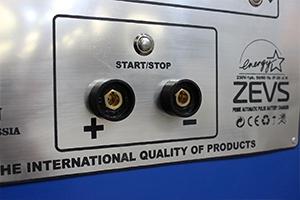 фото клемм зарядного устройства Зевс-Д-100А.40В.R18A(300Вт)