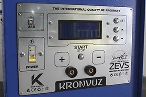 Фото панели управления зарядно-разрядного устройства серии ЗЕВС