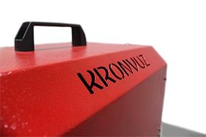 Фото логотипа компании на устройстве для АКБ