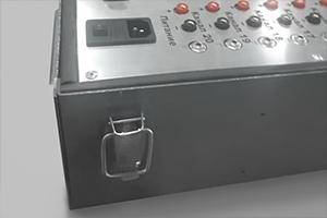 Фотография металлического замка-фиксатора на устройстве