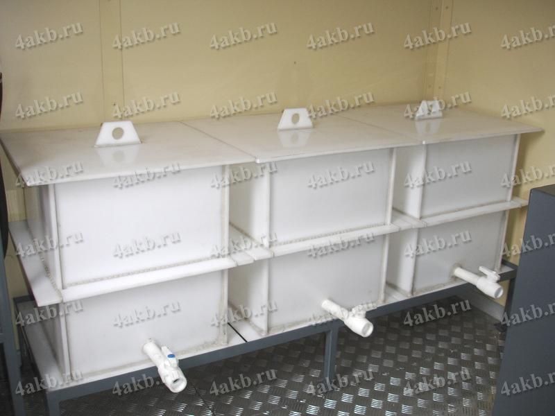 Сборники для дистиллированной воды в аккумуляторной мастерской