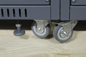 Фотография комплекта колес установленных для мобильности установки