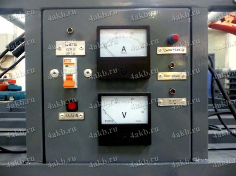 Индикаторы: амперметр и вольтметр на тележке