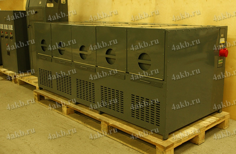 Внешний вид шкафа для аккумуляторов в зарядно-разрядном устройстве АЗР
