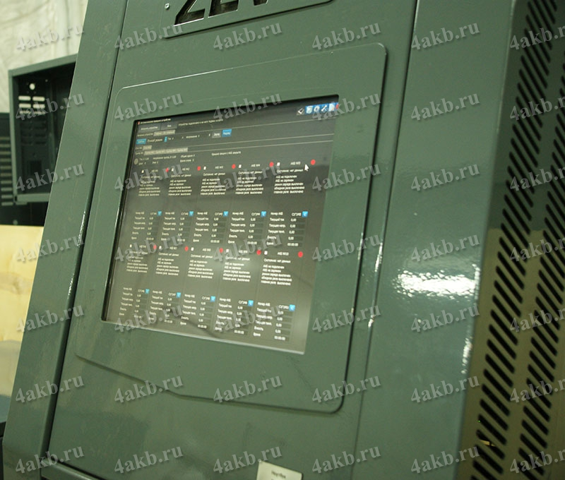 Вид управляющего монитора с сенсорным экраном на зарядно-разрядном устройстве АЗР