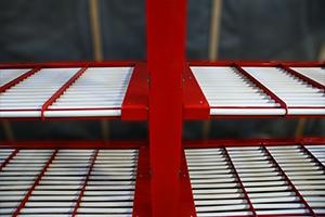 фотография стойки для объединения роликовых полок аккумуляторного стеллажа