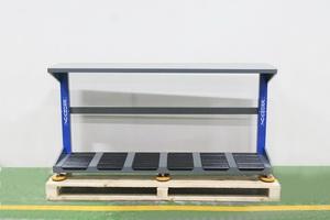Металлический стол для размещения аккумуляторов для зарядки