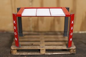 Роликовый стеллаж для хранения 3-х аккумуляторов вид спереди