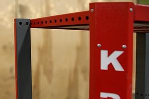 Внешний вид боковой стойки роликового стеллажа для хранения 3-х акб