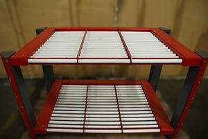 Внешний вид роликовых полок для установки 3-х аккумуляторов каждая