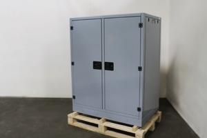 Вид сбоку шкафа для хранения АКБ ШМА-02К.1500