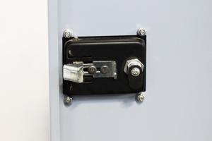 Фотография замка для запирания шкафа
