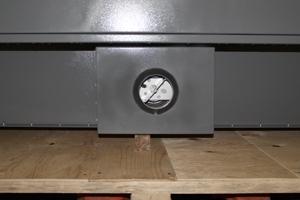 Фото вводого отверстия металлического шкафа