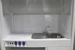 Фото отсека лабораторного шкафа для работы с кислотой