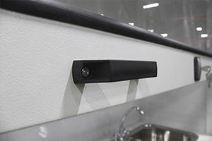 Фотография ручек для управления отсеком шкафа