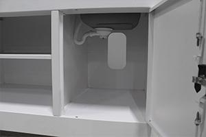 Отсек для инструментов в шкафу для работ