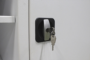 Фото замка с ключем установленнного в шкаф