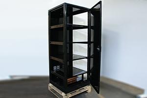 Фотографии шкафа 4АКБ-ЮГ-ШМА-01.2000 со снятыми боковыми стенками