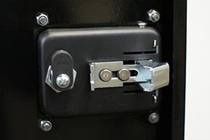 Замок Mesan установленный на двери шкафа КРОН.ШМА.01.2000 вид изнутри