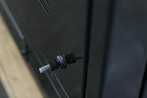 Болт заземления установленный на шкаф КРОН-ШМА-01.2000на задней стенке