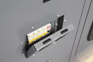 Автоматы защиты установлены в защитном корпусе