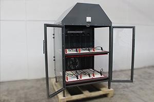 Шкаф для хранения шести аккумуляторов в открытом положении