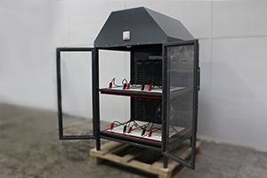 Шкаф для зарядки шести аккумуляторов в открытом положении